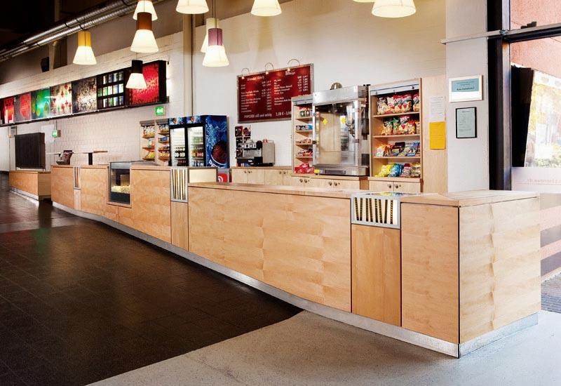Kino Foyer, Köln, Kanadischer Ahorn Vollholz, auf Multiplex furniert