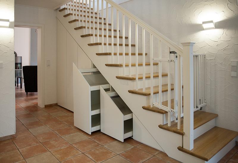 Schrankanlage unter Treppenraum